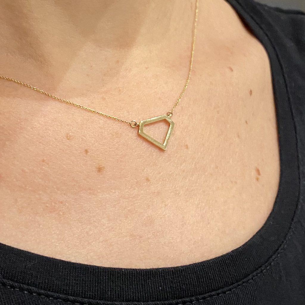 4. 14 karaat geelgouden collier opengewerkte diamant